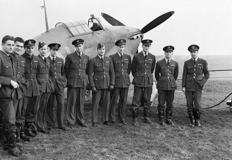 Пилоты эскадрильи № 1 RCAF в Великобритании. Октябрь 1940 г.
