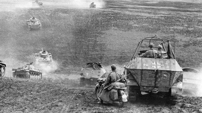 Бронетехника 24-й танковой дивизии у Сталинграда. Июль 1942 г.