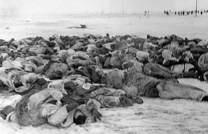 Импровизированное немецкое кладбище. Февраль 1942 г.