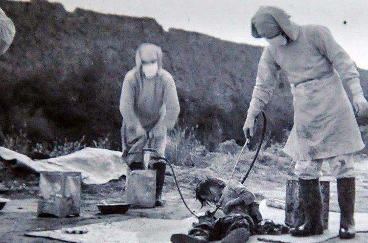 Японские ученые проводят опыты с бактериологическим оружием на китайских детях. Провинция Цзилинь, ноябрь 1940 г.