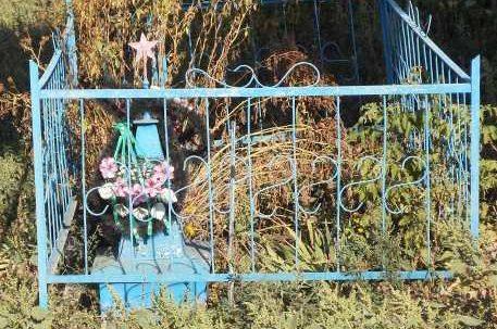 д. Ниженка Солнцевского р-на. Братская могила, в которой похоронено 15 советских воинов.
