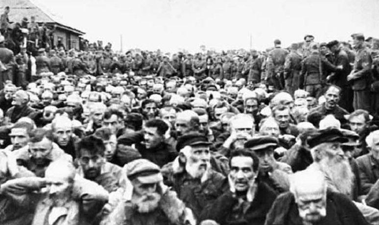 Евреи на Сенном базаре. 7 августа 1941 г.