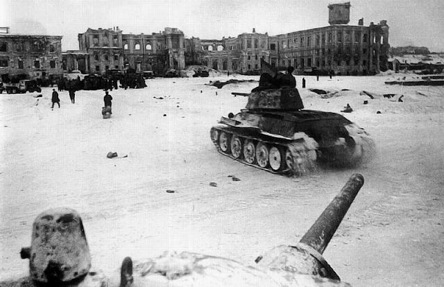 Танки Т-34 в Сталинграде. 1942 г.