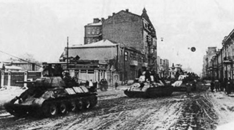 Красная Армия входит в город. Март 1944 г.