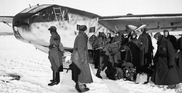 Эвакуация солдат планером из Демянского «котла». Февраль 1942 г.
