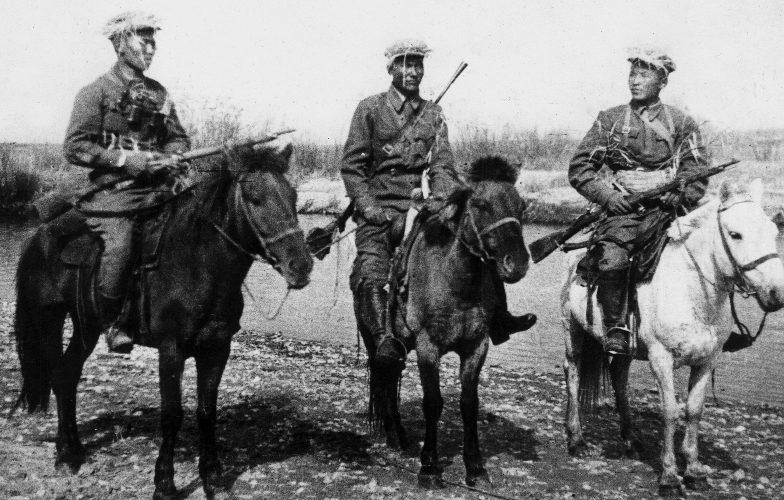 Монгольские кавалеристы на Халхин-Голе.