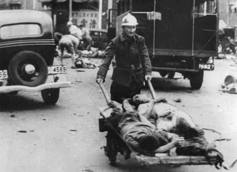 Жертвы японского авианалета. Шанхай, 14 августа 1937 г.