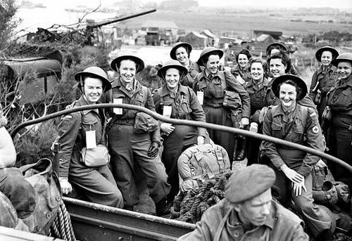 Медсестры Медицинского корпуса канадской армии во Франции после дня Д. Франция, 17 июля 1944 г.