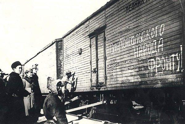Монгольских лошадей отправляют в СССР.