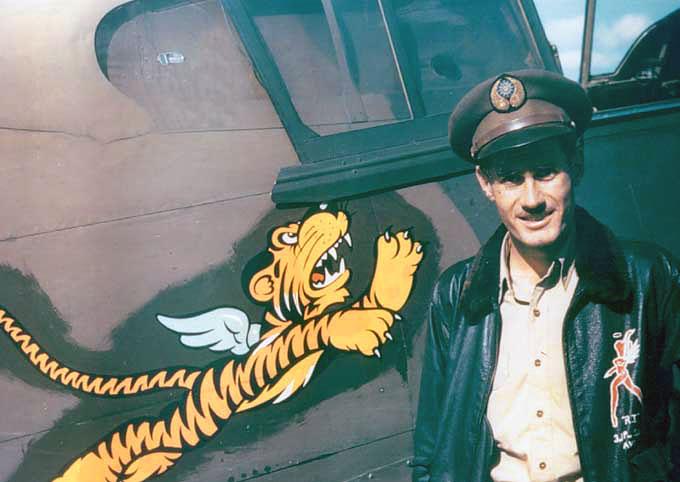 Один из лучших летчиков-истребителей группы «Летающие тигры» Роберт Смит. 1941 г.