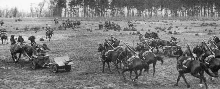 Великопольская кавалерийская бригада с противотанковым орудием в битве при Бзуре.