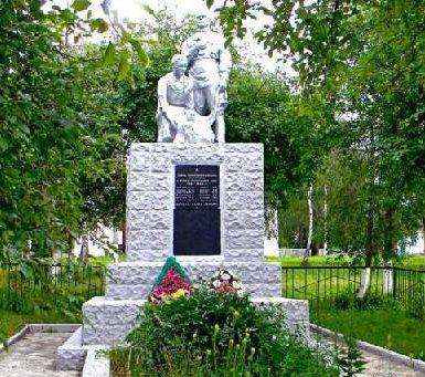 с. Малая Локня Суджанского р-на. Памятник, установленный на братской могиле, в которой захоронено 85 советских воинов, в т.ч. 72 неизвестных.