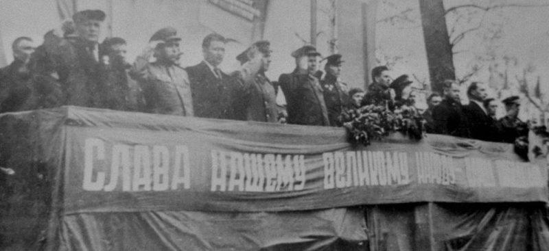 Митинг в честь освобождения города. Март 1944 г.