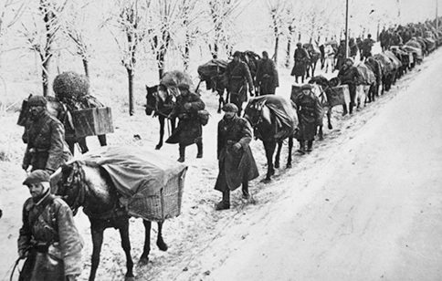 Румыны на дороге в окрестностях Севастополя. 1941г