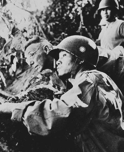 Генерал Сунь Ли-жэнь с генералом Джозефом Стилуэллом в Бирме. 1942 г.