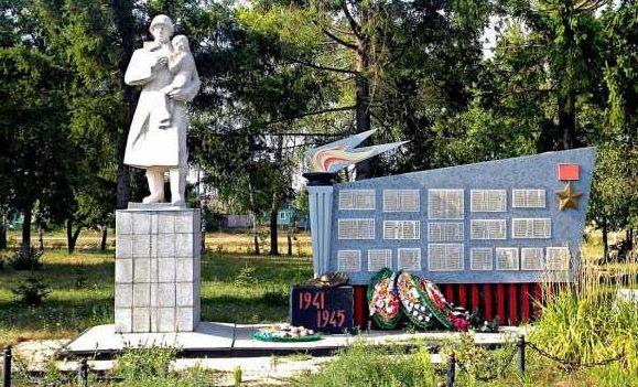 с. Погребки. Суджанского р-на. Памятник в честь земляков, не вернувшихся с войны.