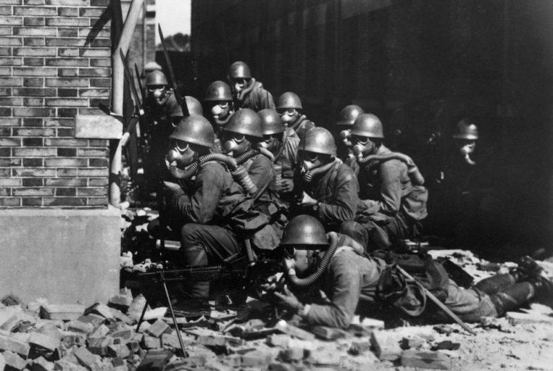 Японские войска на руинах Шанхая. 1937 г.