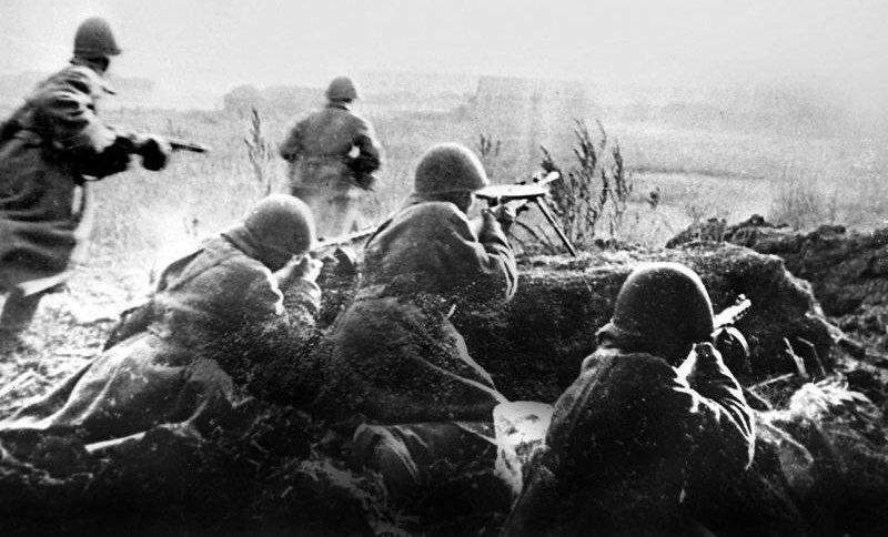 Красноармейцы в обороне. 1942 г.