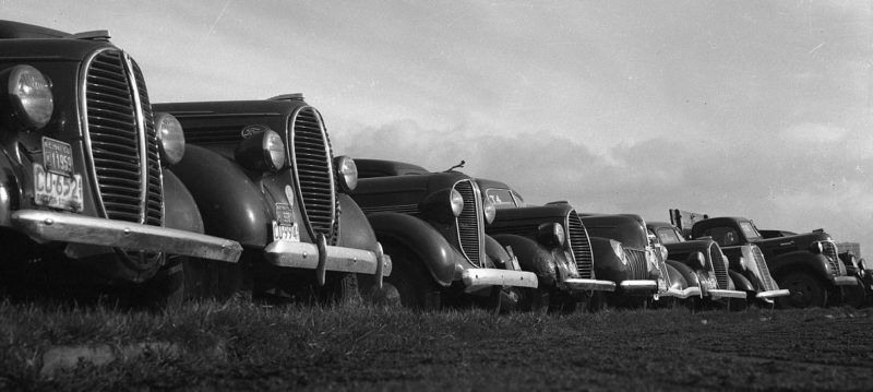 Конфискованные автомобили у интернированных японцев. Май 1942 г.