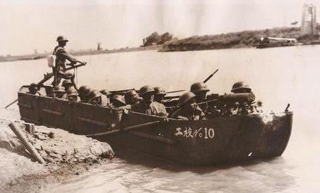 Десантный бот китайской армии. 1937 г.