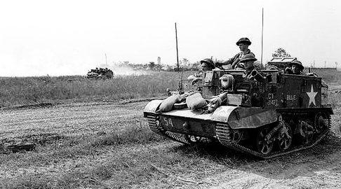 Бронетранспортеры 4-й канадской бронетанковой дивизии. Синт, Франция. 8 августа 1944 г.