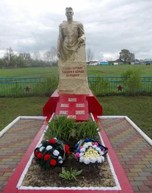 с. Черный Олех Суджанского р-на. Памятник, установленный на братской могиле, в которой захоронено 82 советских воина, в т.ч. 40 неизвестных.