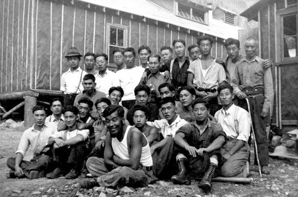 Японские интернированные в дорожном лагере на озере Гриффин. Июль 1942 г.