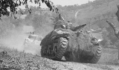 Танки 1-й канадской бронетанковой бригады в Нормандии. 26 августа 1944 г.
