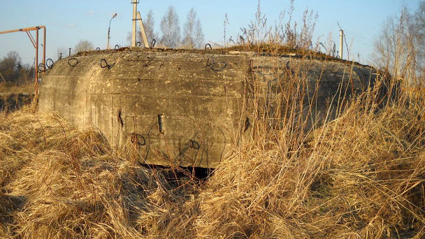 ДОТ 4 на западной окраине деревни Поддубье.