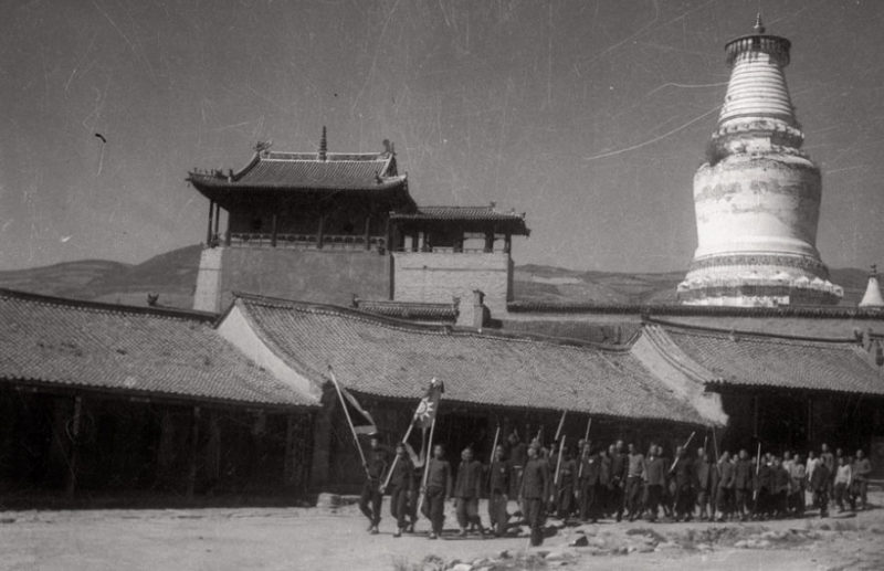 Солдаты-монахи в графстве Утай. Ноябрь 1937 г.