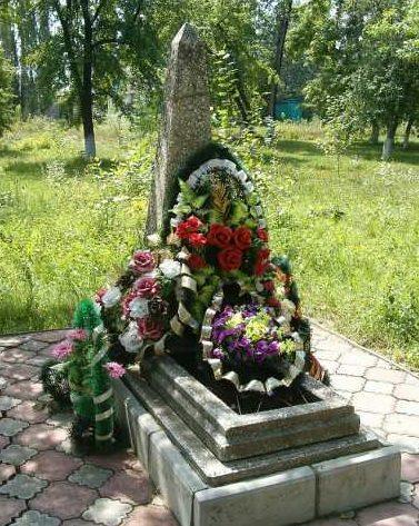 п. Тим. Могила мирных жителей, заживо захороненных фашистскими оккупантами в 1943 году.