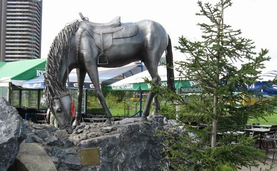 Памятник в Праге лошадям, погибшим при Аустерлице...