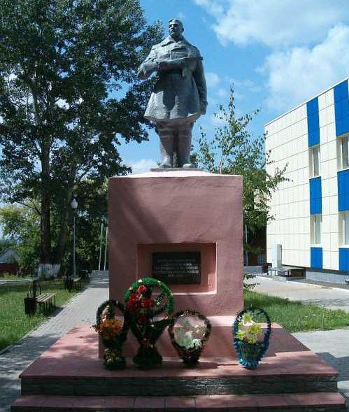 п. Тим. Памятник воинам-тимчанам, павшим в боях за Родину в Великой Отечественной войне.