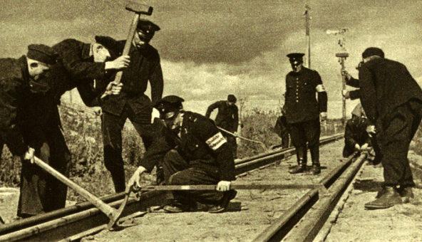 Железнодорожники ремонтируют ветку Житомир-Коростень. 1941 г.