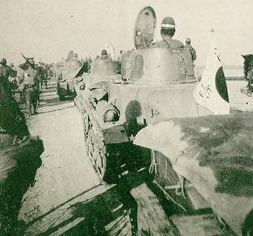Японские танки по пути из Ханчжоу в Нанкин. 1937 г.