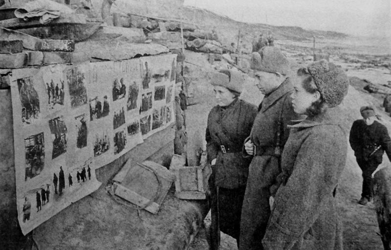 Стенгазета 39-ой гвардейской дивизии на берегу Волги в Сталинграде. 1942 г.