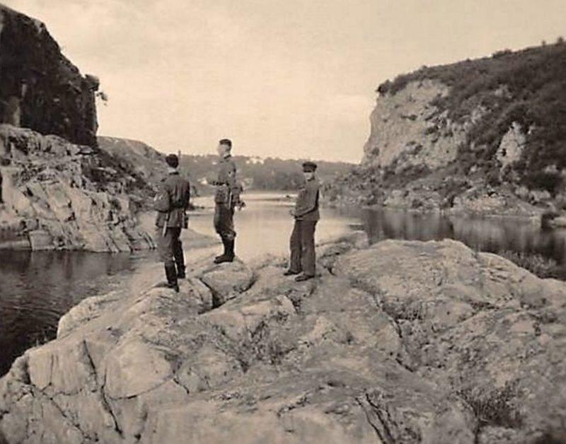 Немецкие солдаты на берегу Тетерева. 1942 г.