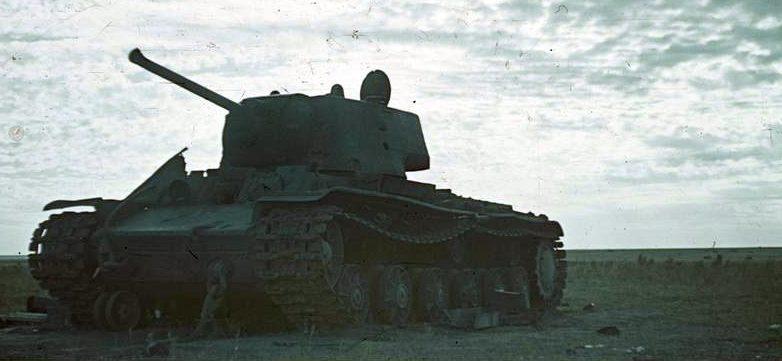 Подбитый танк Т-34. Август 1942 г.