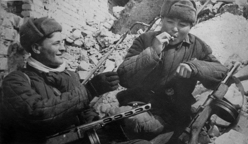 Перекур между боями. 1942 г.