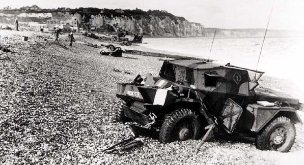 Брошенная машина разведки после неудачного рейда на Дьепп. Август 1942 г.