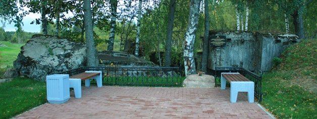 Мемориал на месте разрушенного ДОТа №305 в Заситино.