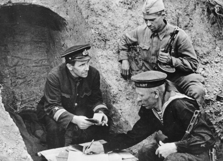 Прием бойцов в партию. 1942 г.