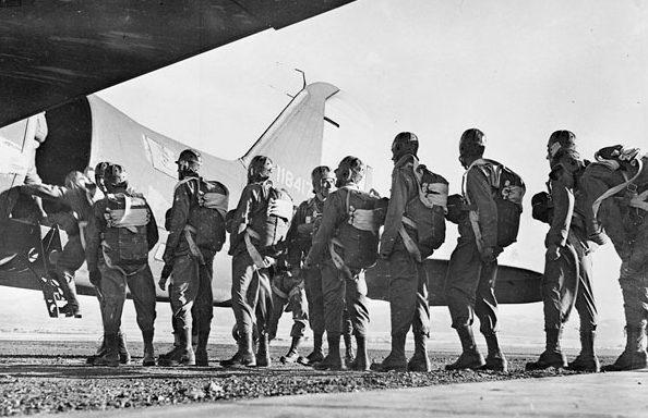 Тренировка парашютистов в Форт-Уильям Генри Харрисон, штат Монтана. Август 1942 г.