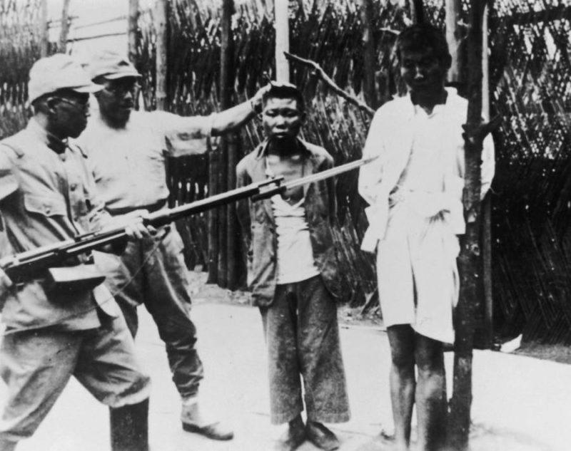 Издевательства японских солдат над китайцами. Нанкин. 1937 г.