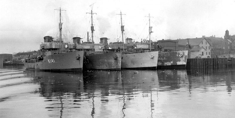 Канадские корветы в порту в 1942 г.
