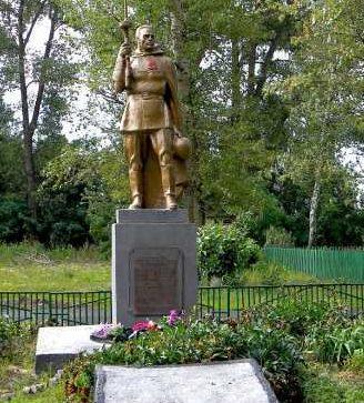 с. Дубовица Хомутовского р-на. Памятник, установленный на братской могиле, в которой захоронено 205 советских воинов, в т.ч. 168 неизвестных.