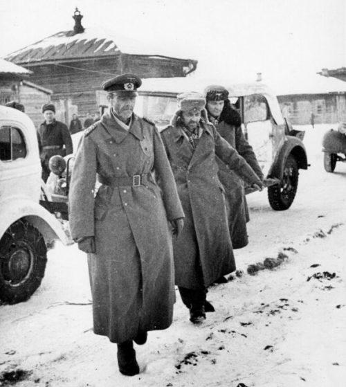 Генерал-фельдмаршал Фридрих Паулюс, генерал-лейтенант Артур Шмидт, адъютант Вильгельм Адам после сдачи в плен. Сталинград, Бекетовка, штаб советской 64-й армии. 31 января 1943 г.