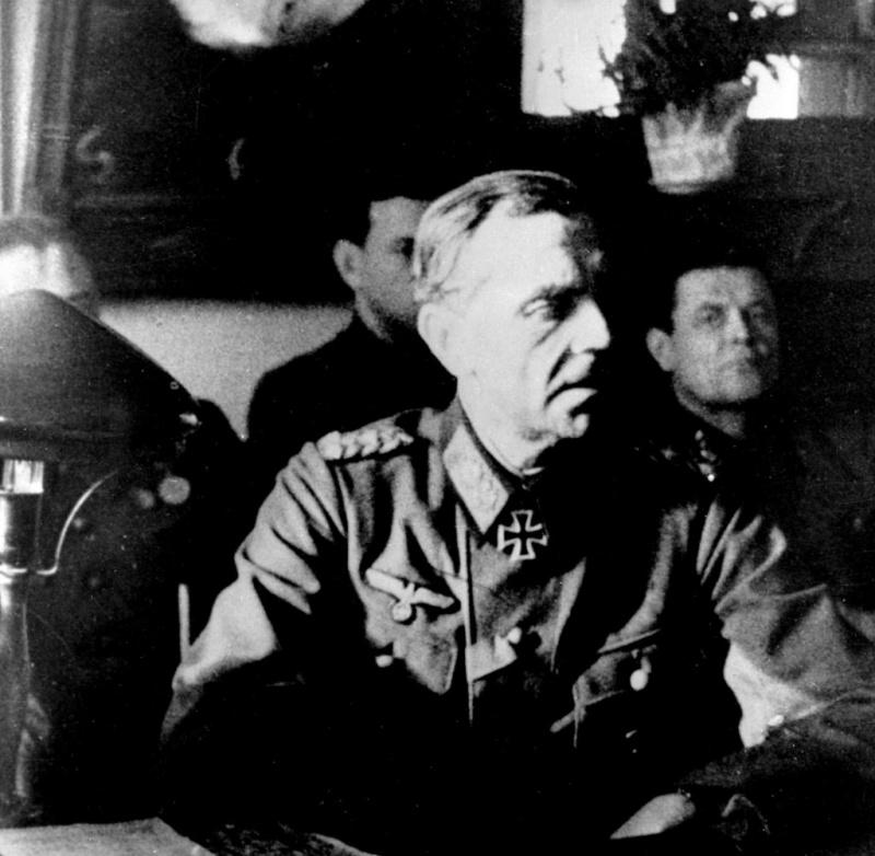 Фридрих Паулюс на допросе в штабе 64-ой армии генерала Шумилова в Бекетовке. 31 января 1943 г.