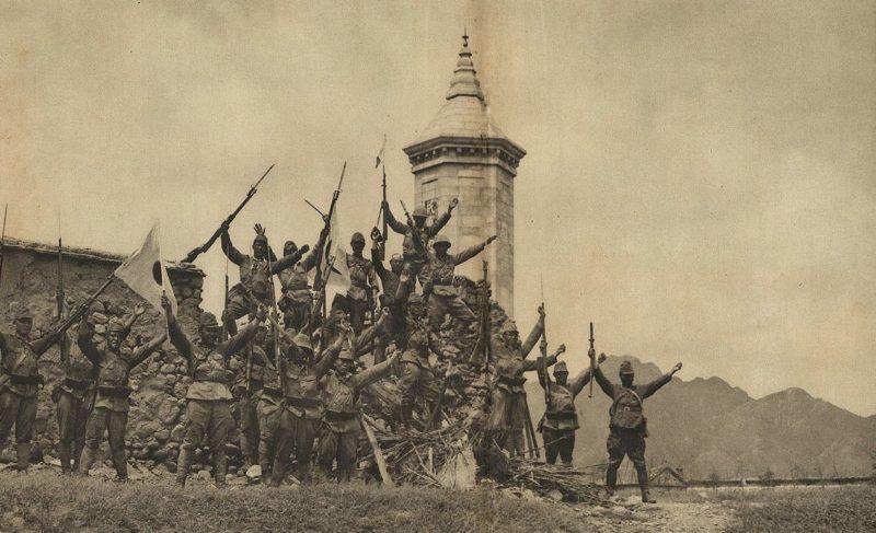 Японские солдаты в Нанькоу. Пекин, 1937 г.