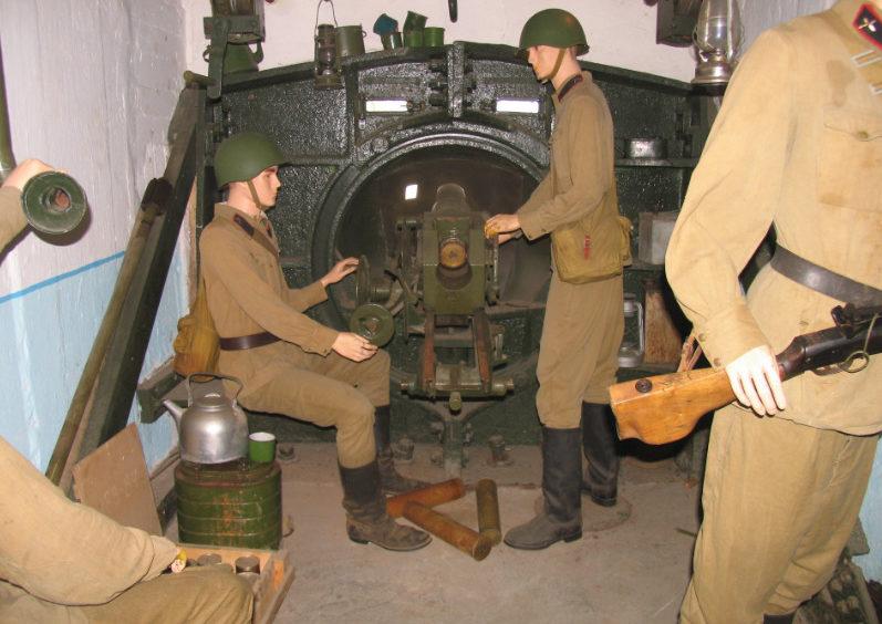 Артиллерийский двухорудийный полукапонир №134 снаружи и внутри.